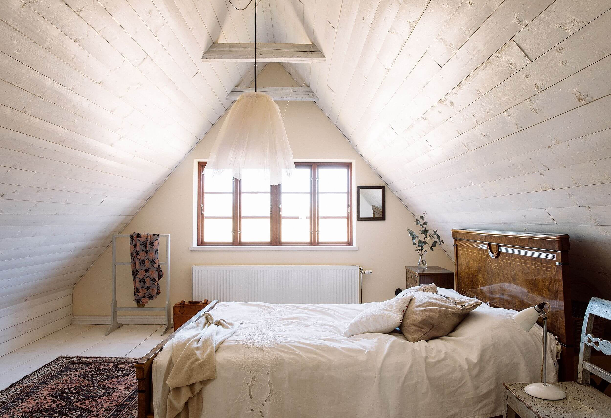 Low Vaulted Ceiling Bedroom Ideas 2